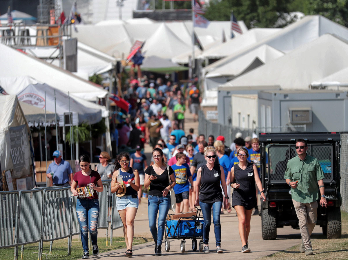 <strong>Memphians take advantage of the pleasant weather before storms moved in on the final day of the 2019 Memphis in May World Championship Barbecue Cooking Contest at Tom Lee Park on May, 18, 2019.</strong> (Jim Weber/Daily Memphian)