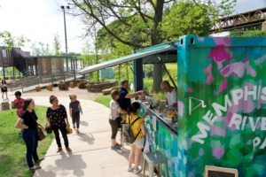<strong>People enjoying River Garden park Wednesday are drawn to the 4th Cup concession stand, where employee Robert Wilson dispenses both snacks and information</strong>. (Tom Bailey/Daily Memphian)