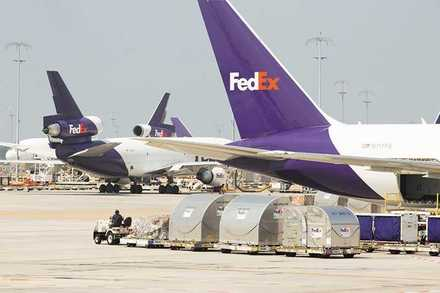 <strong>FedEx is hiring 2,800 local holiday workers for its FedEx Ground division and 1,000 at FedEx Express.</strong> (Daily Memphian file)