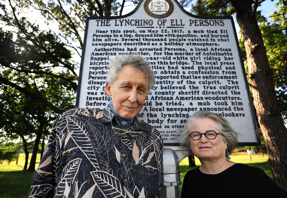 <strong>Rev. Randall Mullins and his wife, Sharon Pavelda, with the Lynching Sites Project of Memphis, stand in front of the Ell Persons historic maker. The couple&nbsp;launched the project in 2016, with help from retired professors Tom Carlson and Margaret Vandiver, and retired oceanographer George Grider. Their goal is to locate and memorialize the site of every post-Civil War lynching in Shelby County.</strong>&nbsp;<strong></strong>(Patrick Lantrip/Daily Memphian)