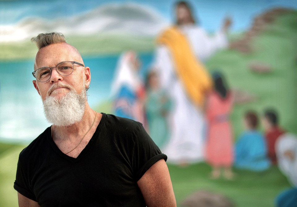<strong>Craig Thompson painted the familiar mural at Grimes Memorial United Methodist Church that depicts Jesus teaching to five children and two women.&nbsp;<span>&ldquo;I went into the sanctuary every morning and prayed about it and asked God to guide me,&rdquo; Thompson recalled of painting the mural in 1982.&nbsp;</span>The church building and 800-square-foot mural may not be long for this world now that the building has been sold to a businessman/developer.</strong> (Jim Weber/Daily Memphian)