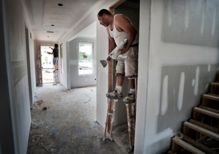 <strong>Armando Alborado tapes and muds drywall seams during construction of several new homes in the Villages at White Oak development in Arlington. </strong>(Jim Weber/Daily Memphian)