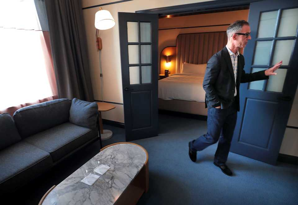 <strong>Martin Pittman, the new general manager at the rebranded Hu. Hotel on Madison Avenue in Downtown Memphis, shows off one of the renovated suites.</strong> (Jim Weber/Daily Memphian)