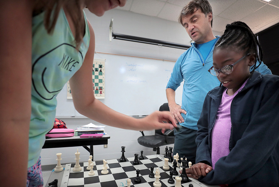 <strong> Kennedi Waller (right) and Kaitlyn Cutchin (left) learn from camp co-founder and International Chess Grandmaster Alex Stripunsky during Mid-South Chess Camp at Memphis University School this week. Stripunsky and Rhodes College graduate Jake Kleiman founded Mid-South Chess 18 years ago.</strong>&nbsp;(Jim Weber/Daily Memphian)