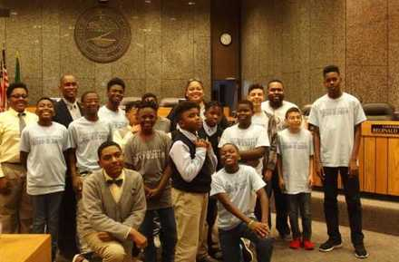 <strong>Memphis Grizzlies Preparatory Charter School students visit county commissioners Tami Sawyer and Van Turner (back row), who were key in the city's campaign to remove Confederate statues.</strong> (Laura Faith Kebede/Chalkbeat)