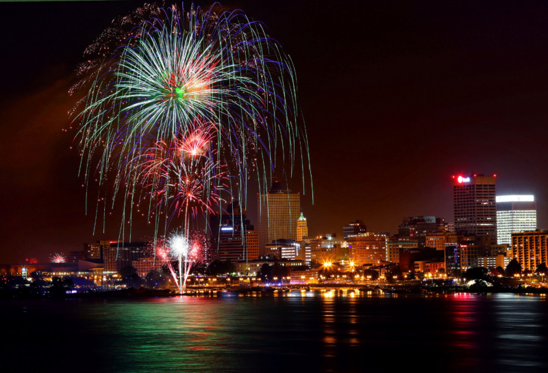 <strong>Fireworks illuminate the Memphis skyline during the annual Independence Day Fireworks Spectacular presented by the Memphis River Parks Partnership on July 4, 2019. </strong>(Jim Weber/Daily Memphian)