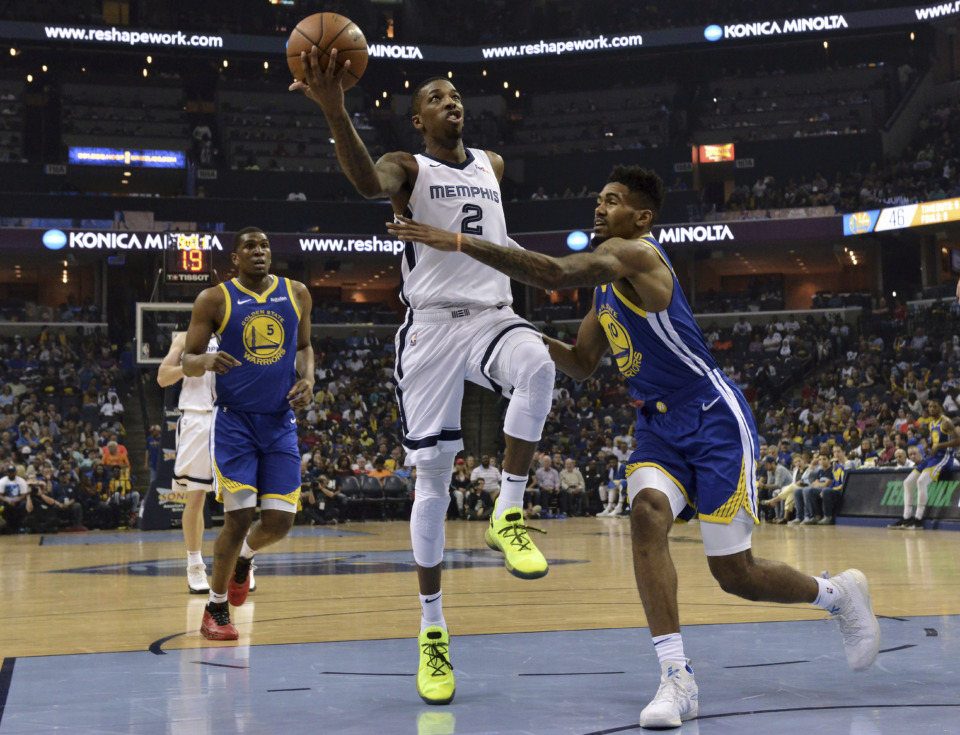 <span><strong>Grizzlies reportedly trade guard Delon Wright (2) to Dallas for pair of second-round picks.</strong> (AP Photo/Brandon Dill)</span>