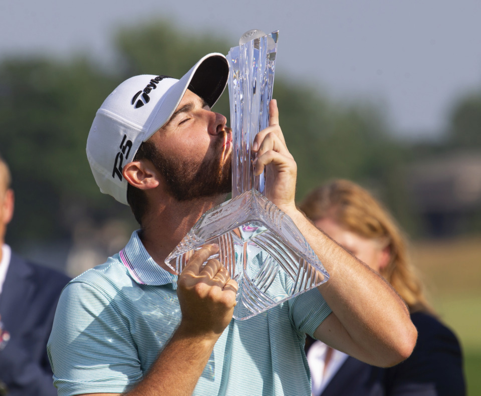 <span><strong>Matthew Wolff kisses the trophy after winning the 3M Open golf tournament Sunday, July 7, 2019, in Blaine, Minn.</strong> (AP Photo/Andy Clayton- King)</span>