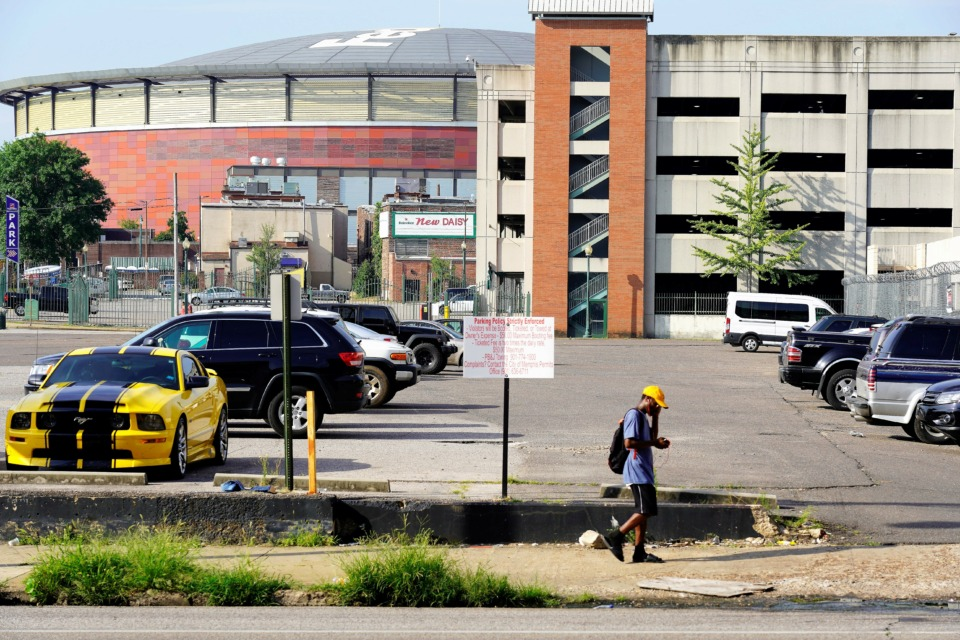 <strong><span>The Land Use Control Board will consider</span>&nbsp;developer Nitinkumar Patel of Knoxville's&nbsp;</strong><strong>request for permission to build a Holiday Inn Express &amp; Suites at 235 Union. The 1.2 acres is now a for-pay parking lot at Union and Fourth across from AutoZone Park.</strong> (Tom Bailey/ Daily Memphian)