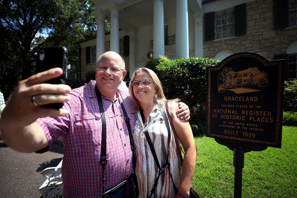 <strong>Mike and Deana Vaske of Ft. Worth, Texas take a selfie outside of Graceland Friday, July 12, 2019.</strong> (Patrick Lantrip/Daily Memphian)