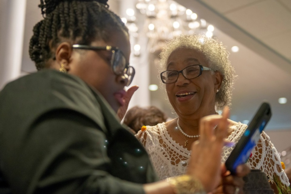 <strong>Tammy Pate (left) helps Lorene Orr sign up to become an organ donor at a booth run by Mid-South Transplant Foundation after worship service at Brown Missionary Baptist Church on August 4, 2019 in Southaven, Mississippi.</strong> (Brandon Dill/Special To The Daily Memphian)