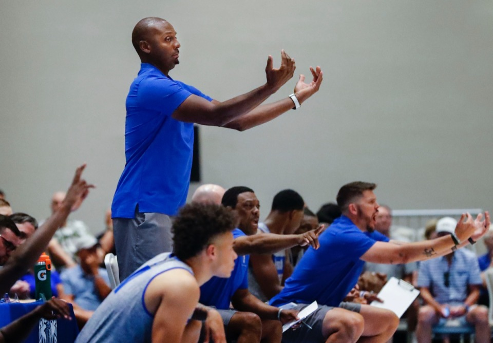 <strong>Memphis Tigers head coach Penny Hardaway directs the action against the Commonwealth Bank Giants Wednesday.</strong> (Mark Weber/Daily Memphian).