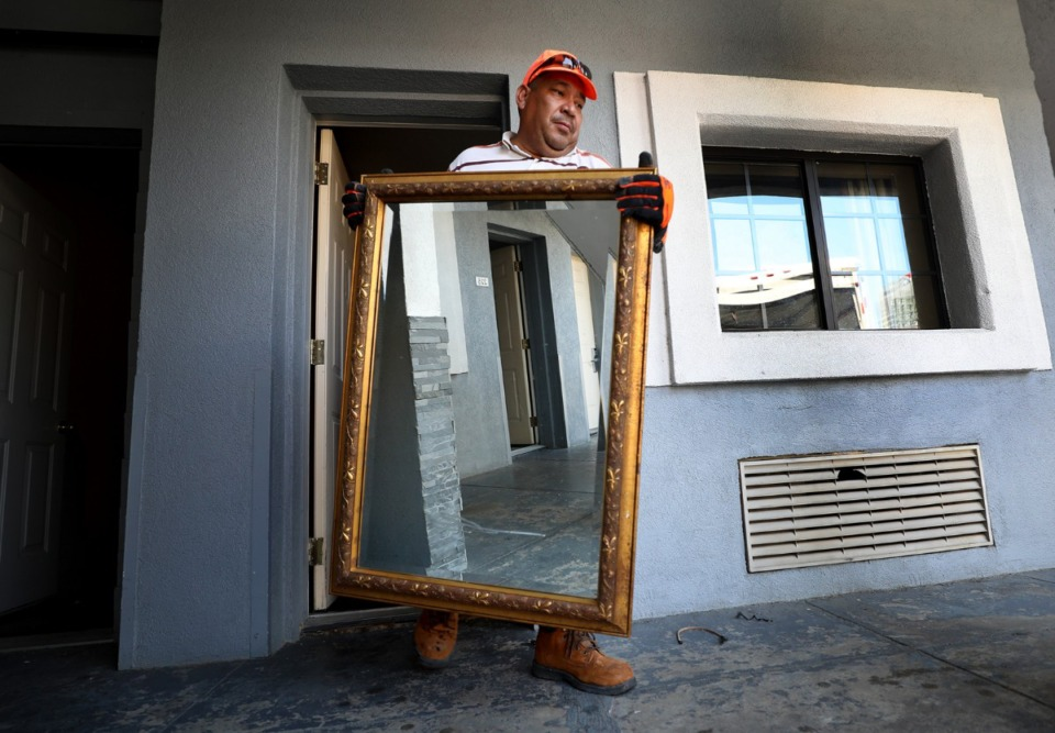 <strong>Louis Hernandez carries out the last few items in at the Vista Inn &amp; Suites in Downtown Memphis on Aug. 15, 2019, as the long-standing motel closes to make way for the massive Union Row development.</strong> (Patrick Lantrip/Daily Memphian)
