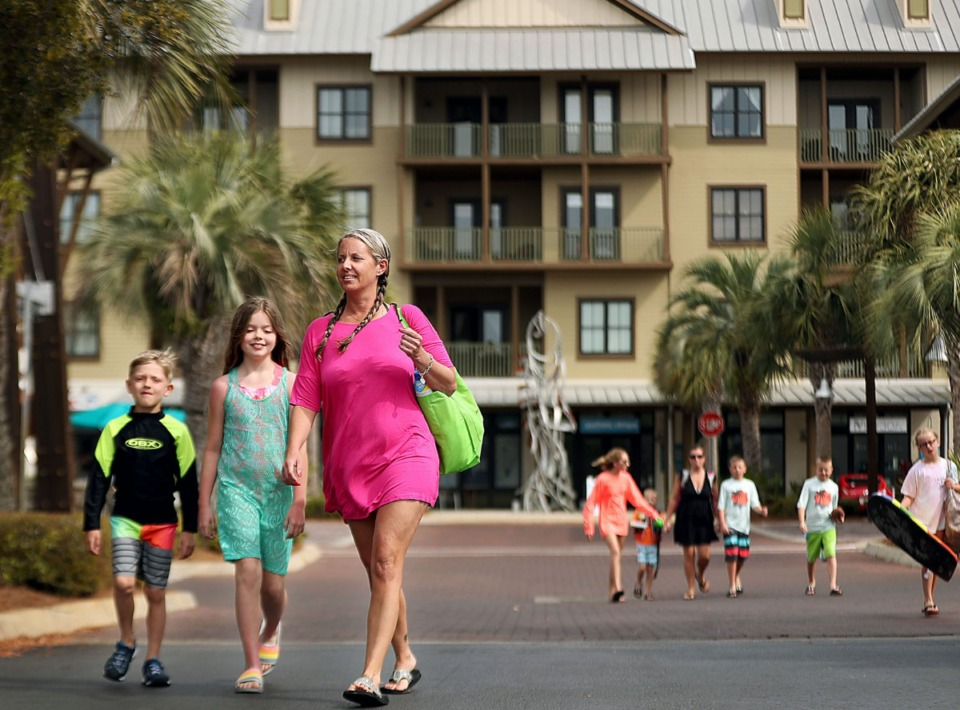 <strong>Mary Lester and her children Clint and Bella head to the nearby beach during their vacation in April at the Redfish Village condos at Blue Mountain Beach, Florida.&nbsp;</strong>(Patrick Lantrip/Daily Memphian)