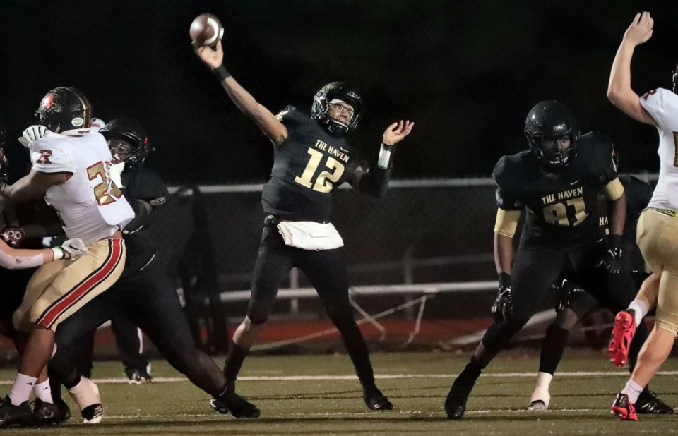 <strong>Whitehaven quarterback Keyshawn Harris goes long during Whitehaven's state semi-final playoff game against Ravenwood on Nov. 23, 2018.</strong> (Jim Weber/Daily Memphian file)