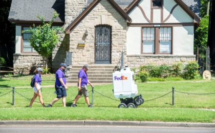 FedEx preps delivery robot Roxo for Memphis test - The Daily