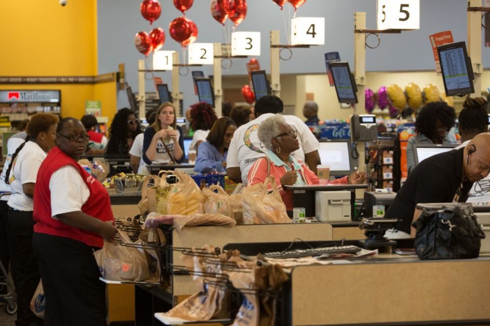 <strong>Shoppers check out at the Union Avenue Kroger store after the grand opening of that location in 2016. The grocery chain now charges customers a fee for getting cash back when using a debit card.</strong> (Daily Memphian file)