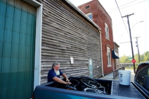 <strong>Fred Lowery of Explore Bike Share helps move the cycling operation out of historic 61 Keel, which is to be renovated and converted into an event center</strong>. (Tom Bailey/Daily Memphian)