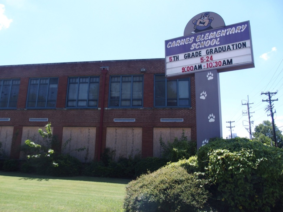<strong>Carnes Elementary School could become a charter school.</strong> (<span>Laura Faith Kebede/Chalkbeat)</span>