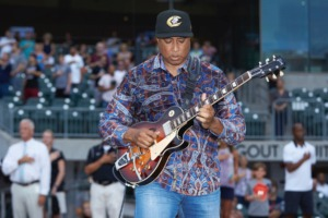 <strong>Former New York Yankee great Bernie Williams, seen here prior to a minor-league baseball game Aug. 13 in Charlotte, North Carolina, will share a stage with Kirk Whalum.</strong> (Brian Westerholt/Four Seam Images via AP)