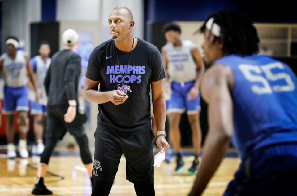 <strong>Head coach Penny Hardaway runs his team through drills during an open practice Tuesday in front of the Rebounders Club at the Laurie-Walton Family Basketball Center at the University oif Memphis' Park Avenue Campus.</strong> (Mark Weber/Daily Memphian)