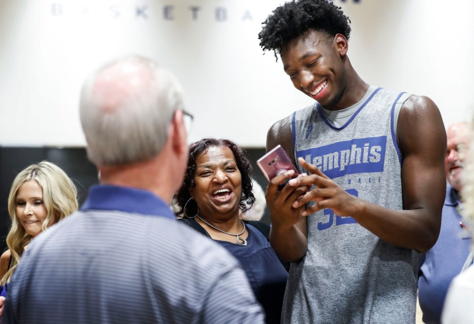 <strong>University of Memphis center James Wiseman (right) jokes with Betty Crawford (middle left) after an open practice in front of the Rebounders Club at Laurie-Walton Family Basketball Center Tuesday, Sept. 24, 2019.</strong> (Mark Weber/Daily Memphian)