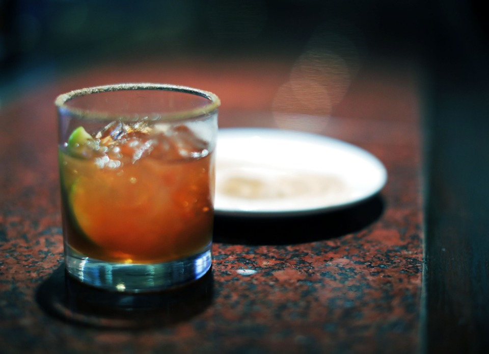 <strong>An Apple Old-Fashioned at The Majestic Grille&nbsp;consists of&nbsp;Old Dominick Memphis Toddy,&nbsp;Angostura bitters, and an apple slice for garnish.</strong><strong>&nbsp;</strong>(Patrick Lantrip/Daily Memphian)