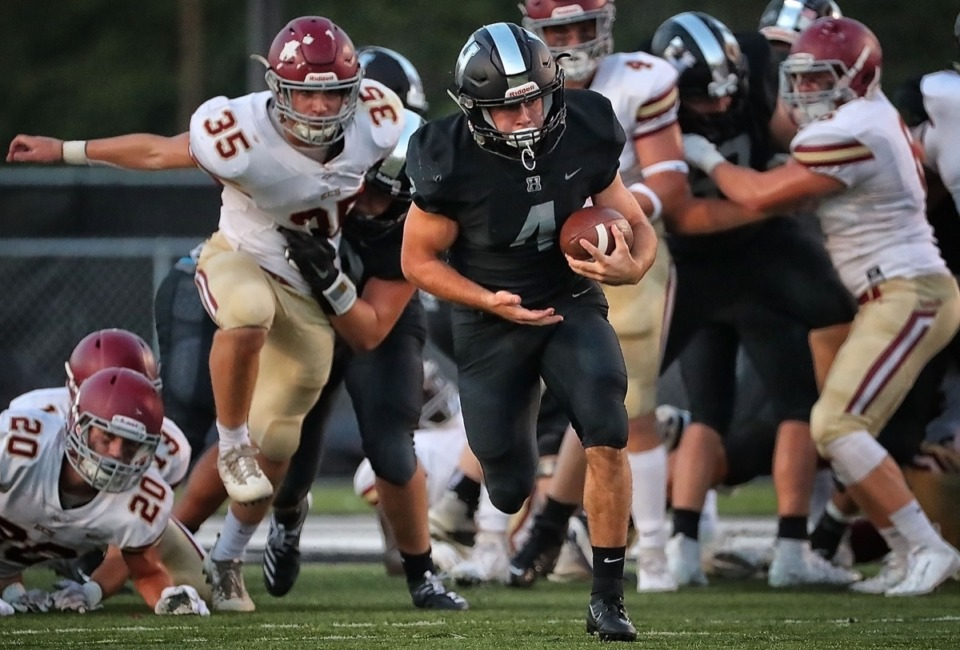 <strong>Houston running back Lincoln Pare, seen here carrying the ball against ECS Sept. 13, leads in rushing yards per game with 190.6, and total rushing yards with 953.</strong> (Jim Weber/Daily Memphian)
