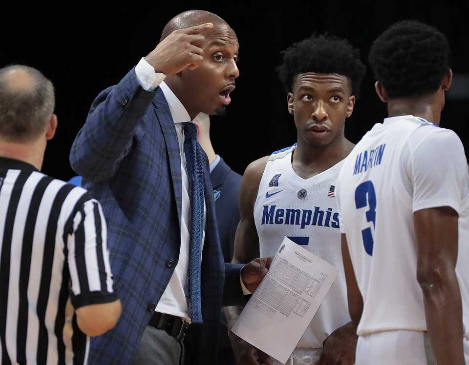 <strong>University of Memphis basketball coach Penny Hardaway gives a last few instructions to guard Jeremiah Martin (3) during the Tigers' game against LeMoyne-Owen at FedExForum on Oct. 25, 2018.</strong> (Jim Weber/Daily Memphian)