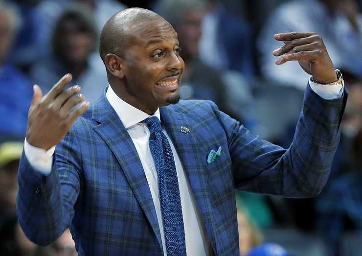 <strong>University of Memphis basketball coach Penny Hardaway beckons to his team on defense during the Tigers' game against LeMoyne-Owen at FedExForum on Oct. 25, 2018.</strong> (Jim Weber/Daily Memphian)