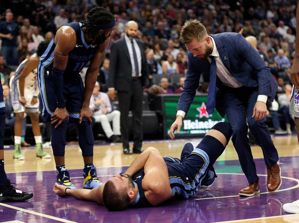 <span><strong>Memphis Grizzlies center Marc Gasol is tended to after getting injured during the second half of an NBA basketball game against the Sacramento Kings, Wednesday, Oct. 24, 2018, in Sacramento, Calif. Gasol had to leave the game as the Kings went on to win 97-92.</strong> (AP Photo/Rich Pedroncelli)</span>
