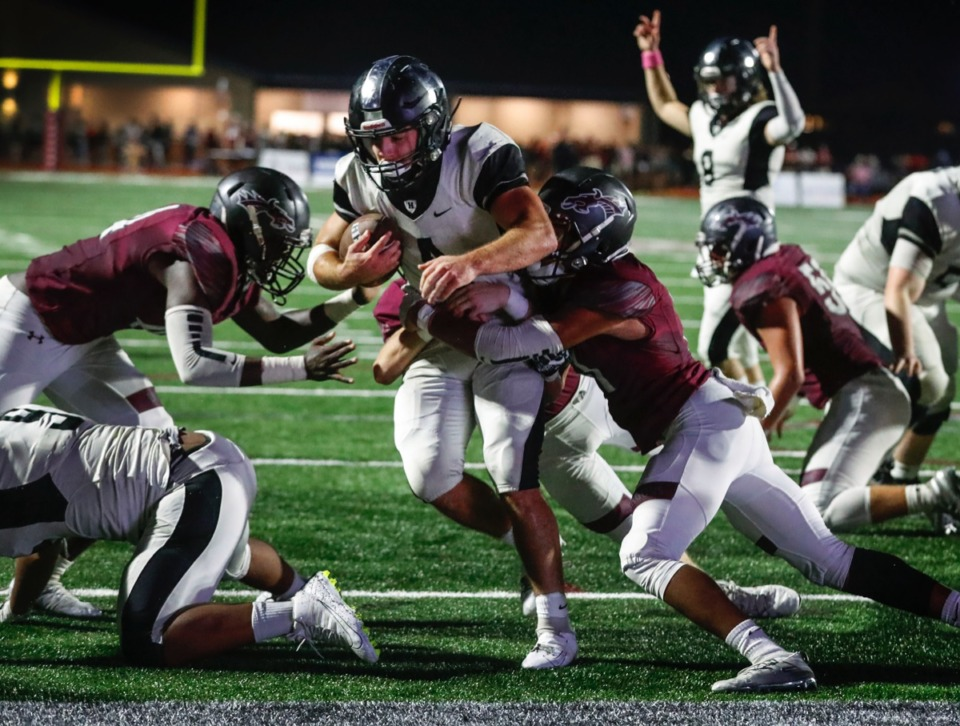 <strong>Houston running back Lincoln Pare (with ball) runs for a touchdown against Collierville Oct. 10.</strong> (Mark Weber/Daily Memphian)