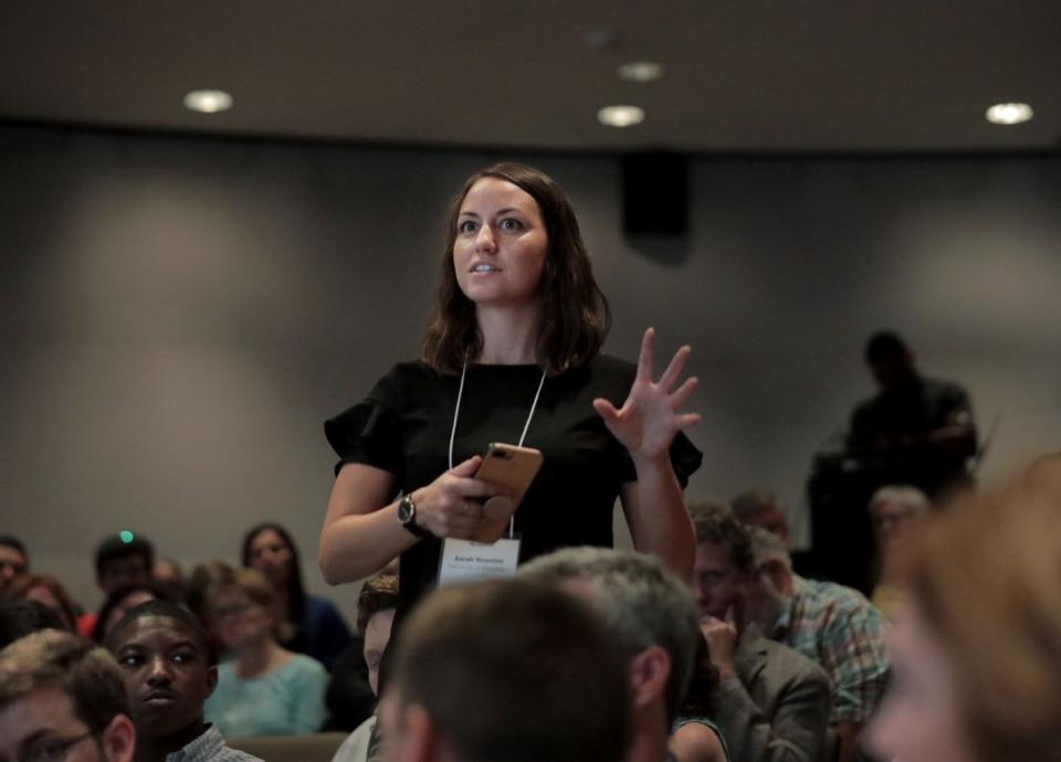 <strong>Sarah Houston asks a question of panelist Benjamin Orgel at the seminar Oct. 10.</strong> (Patrick Lantrip/Daily Memphian)