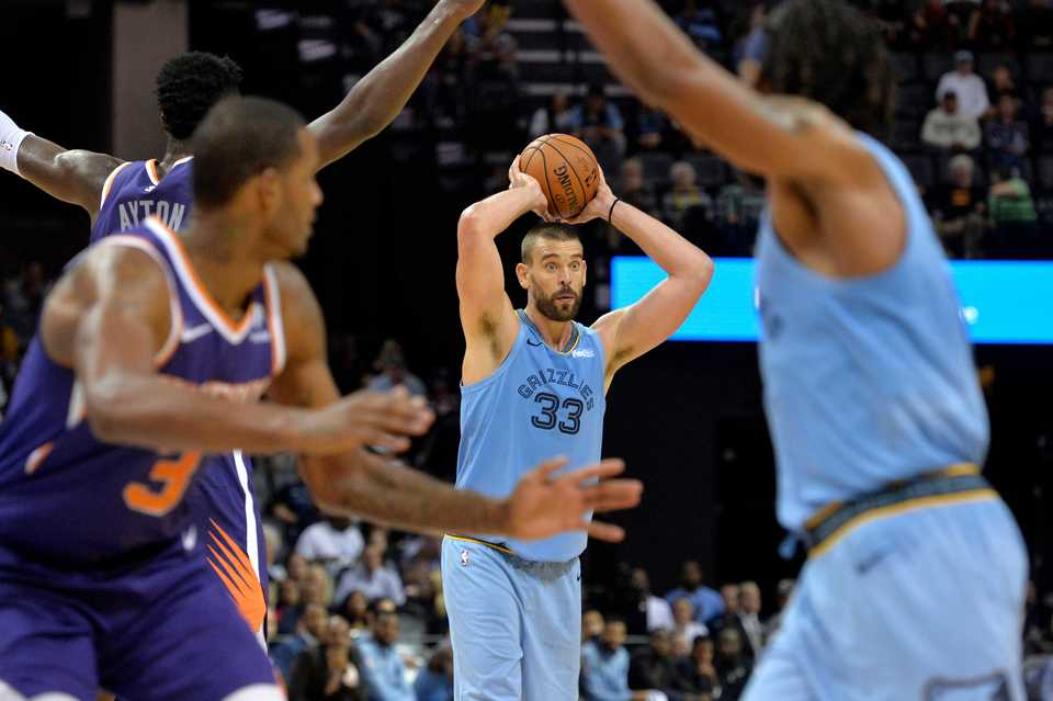 <span><strong>Memphis Grizzlies center Marc Gasol (33) controls the ball in the second half against the Phoenix Suns, Saturday, Oct. 27, 2018, in Memphis, Tenn.</strong> (AP Photo/Brandon Dill)</span>