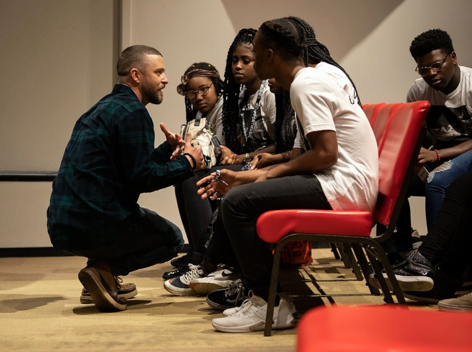<strong>Singer and Memphis native Justin Timberlake (left) works with students at the Stax Music Academy.</strong> (Photo courtesy of Charlotte Ekberg)