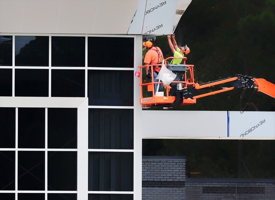 <strong>Construction crews continue work on a new police precinct on Oct. 15 at the site of the old Raleigh Springs Mall.</strong>&nbsp;(Jim Weber/Daily Memphian)