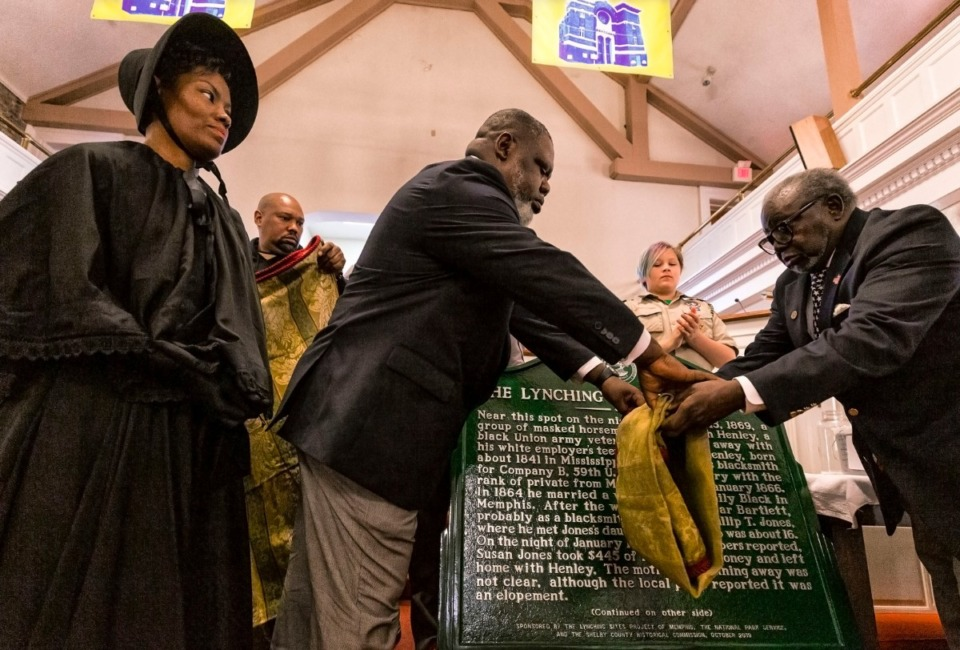 <strong>Lashonna Jackson and Military Retirees of the Tri-State Area Ronald Levy and James McLemore present markers memorializing two lynching victims during the Lynching Site Project ceremony at Collins CME Chapel Church in Downtown Memphis on Oct. 19, 2019.</strong> (Ziggy Mack/Special to The Daily Memphian.)