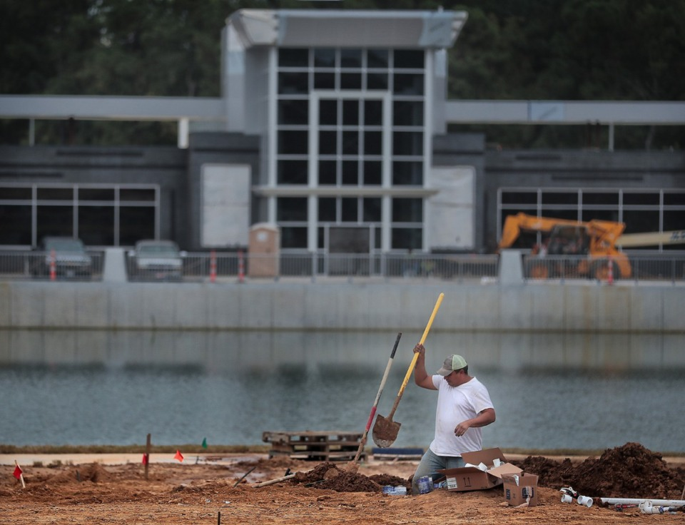 <strong>Construction crews continue work on a new police precinct on Oct. 15, 2019 at the site of the old Raleigh Springs Mall. Raleigh Springs Town Center is the focus of a proposed TIF.&nbsp;</strong>(Jim Weber/Daily Memphian)