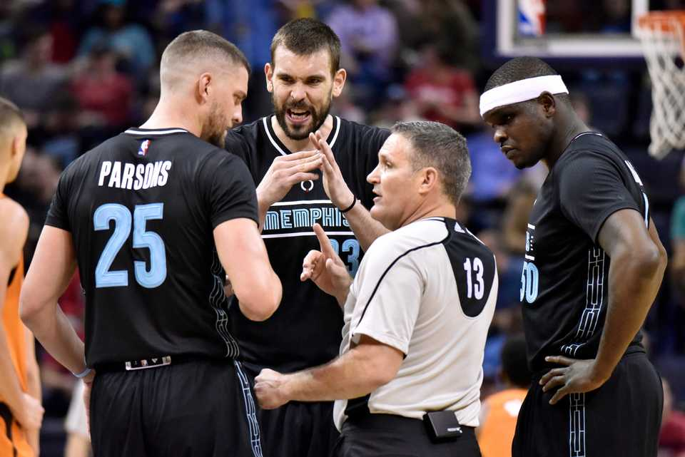 <span><strong>Memphis Grizzlies forward Chandler Parsons (25), center Marc Gasol (33) and forward Zach Randolph (50) talk with referee Monty McCutchen (13) in the first half of an NBA basketball game against the Phoenix Suns, Tuesday, Feb. 28, 2017, in Memphis, Tenn.</strong> (AP Photo/Brandon Dill)</span>