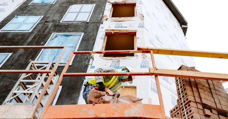 <strong>A construction worker cuts through brick at Thornwood apartments&nbsp; Sept. 9,</strong><strong>2018.</strong> (Houston Cofield/Special to The Daily Memphian)