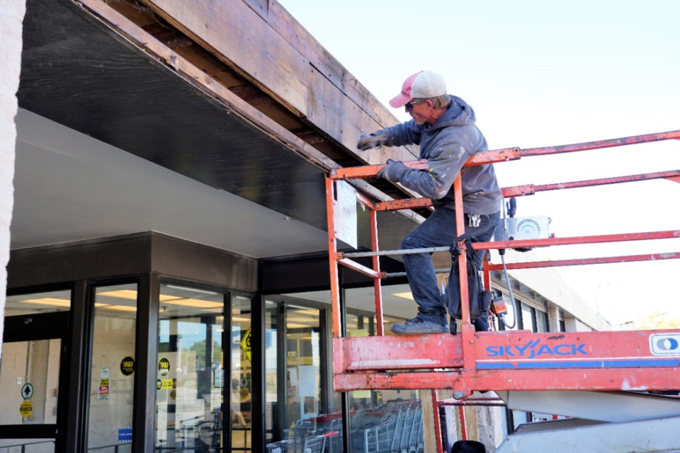 <strong>Timothy Riley with general contractor The Burton Company helps repair and refurbish the former Kroger at 2269 Lamar on Friday, Nov. 1. The contractor&rsquo;s goal is to finish in time for a Dec. 4 re-opening as Superlo Foods.</strong> (Tom Bailey/The Daily Memphian)