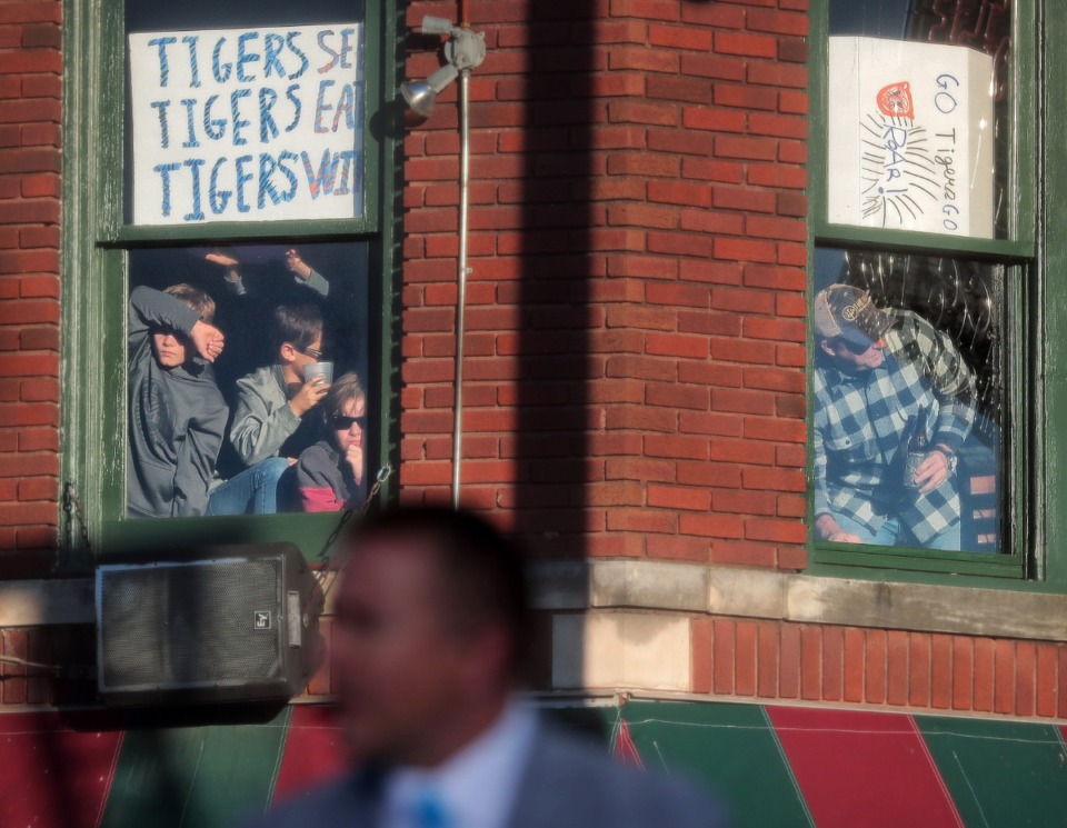 """<strong>Kids watch the festivities from the second floor of the Rum Boogie Cafe as Tigers football fans pack Beale Street during the live broadcast of ESPN's """"College GameDay"""" on Nov. 2, 2019.</strong> (Jim Weber/Daily Memphian)"""