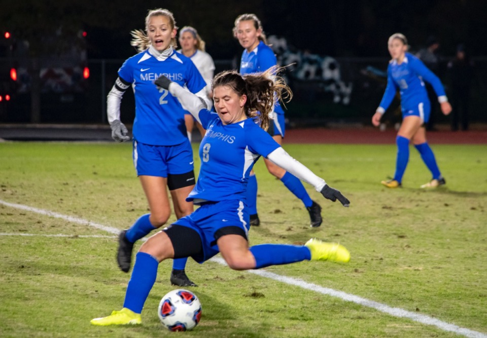 <strong>Lisa Perchersky makes a clearance from the Memphis half against SMU Nov. 8.</strong> (Frank Ramirez/Daily Memphian)