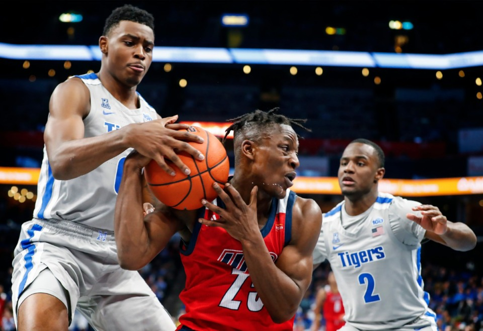 <strong>University of Memphis defenders DJ Jeffries (left) and Alex Lomax (right) apply pressure to UIC guard Godwin Boahen during action Nov. 8, 2019, at the FedExForum.</strong> (Mark Weber/Daily Memphian)