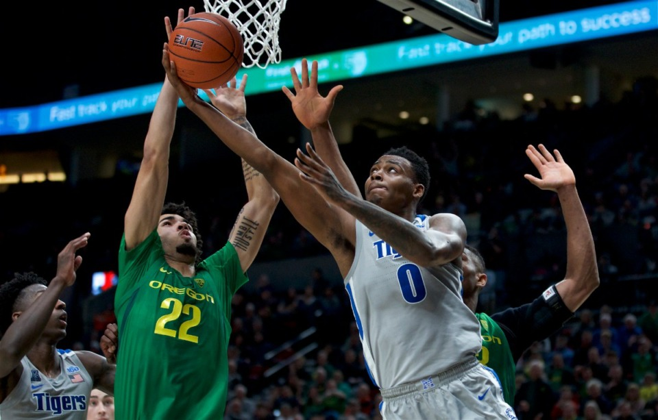 <strong>Memphis forward D.J. Jeffries, right, shoots next to Oregon guard Addison Patterson during the second half of an NCAA college basketball game in Portland, Oregon, Tuesday, Nov. 12, 2019. Oregon won 82-74.</strong> (AP Photo/Craig Mitchelldyer)
