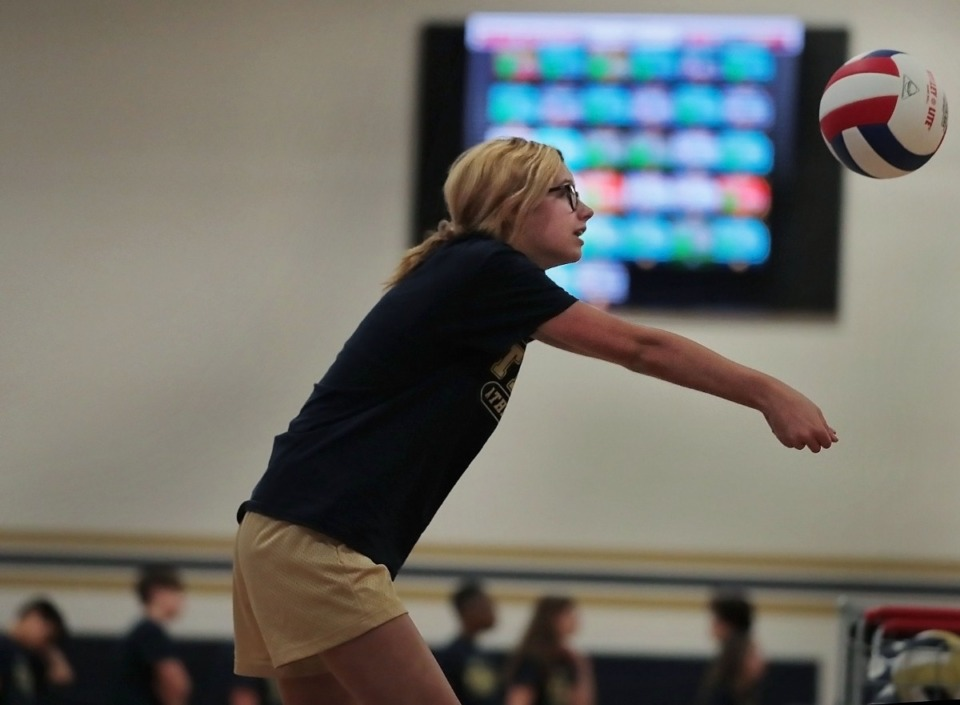 <strong>Eighth-grader Bailey Pounders learns volleyball skills during gym class at Arlington Middle School on Nov. 18, 2019, as the heart rate of each student is displayed on a scoreboard. Arlington is one of the local schools designated as an Apple Distinguished School. These schools use technology to inspire creativity, collaboration and critical thinking. There are only about 500 of them in the U.S.</strong>&nbsp; (Jim Weber/Daily Memphian)