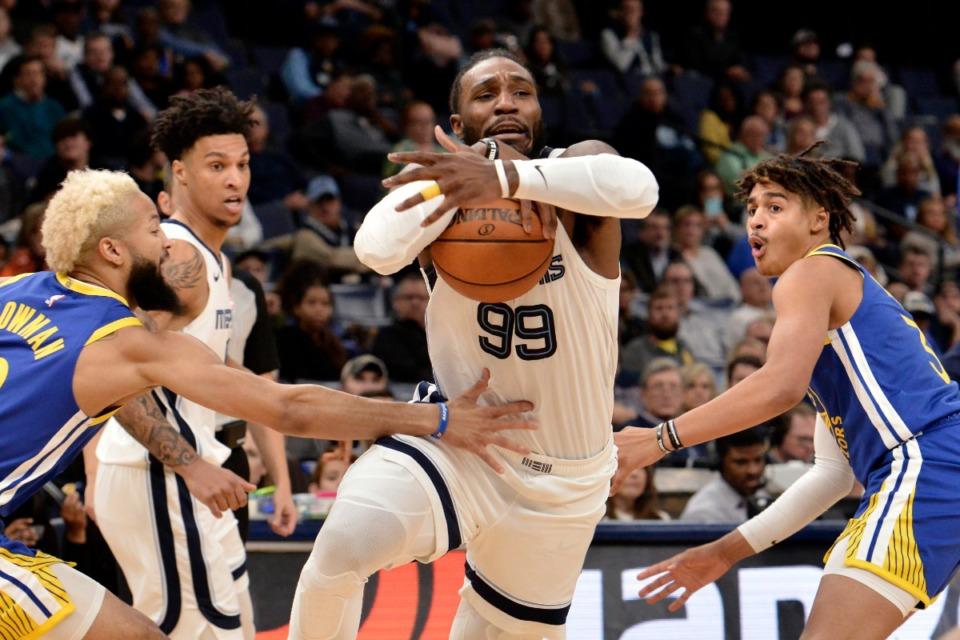 <strong>Memphis Grizzlies forward Jae Crowder (99) drives between Golden State Warriors guards Ky Bowman, left, and Jordan Poole, right, Nov. 19 at FedExForum.</strong> (Brandon Dill/AP)