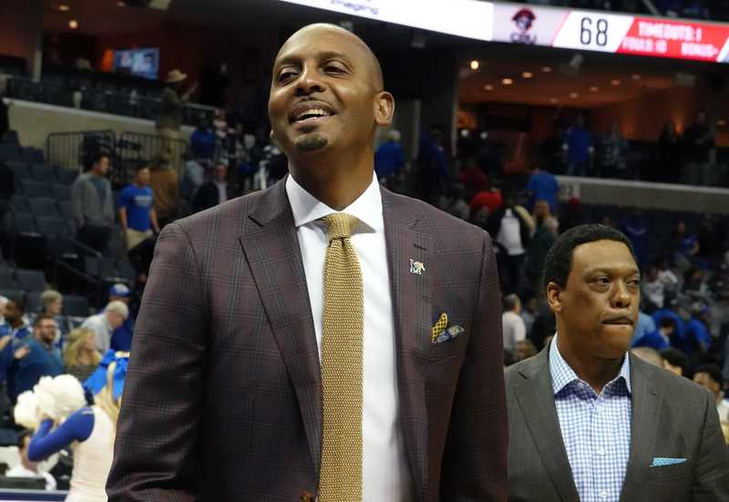 <strong>Penny Hardaway coaches his second game as the University of Memphis head basketball coach in an exhibition matchup against Christian Brothers at FedExForum Friday night.</strong>&nbsp;(Karen Pulfer Focht/Special to The Daily Memphian)
