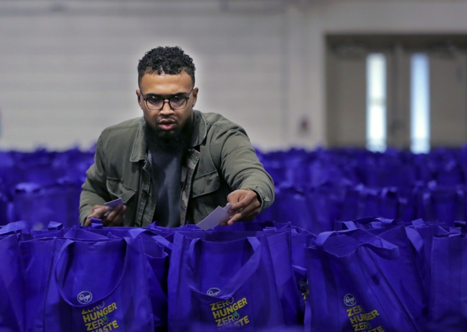 <strong>Kendrick Smith puts last-minute touches on the more than 2,000 Thanksgiving meals Smithfield Foods, Kroger and the Mid-South Food Bank teamed up to donate to veterans in Memphis at Tiger Lane on Nov. 21, 2019.</strong> (Patrick Lantrip/Daily Memphian)