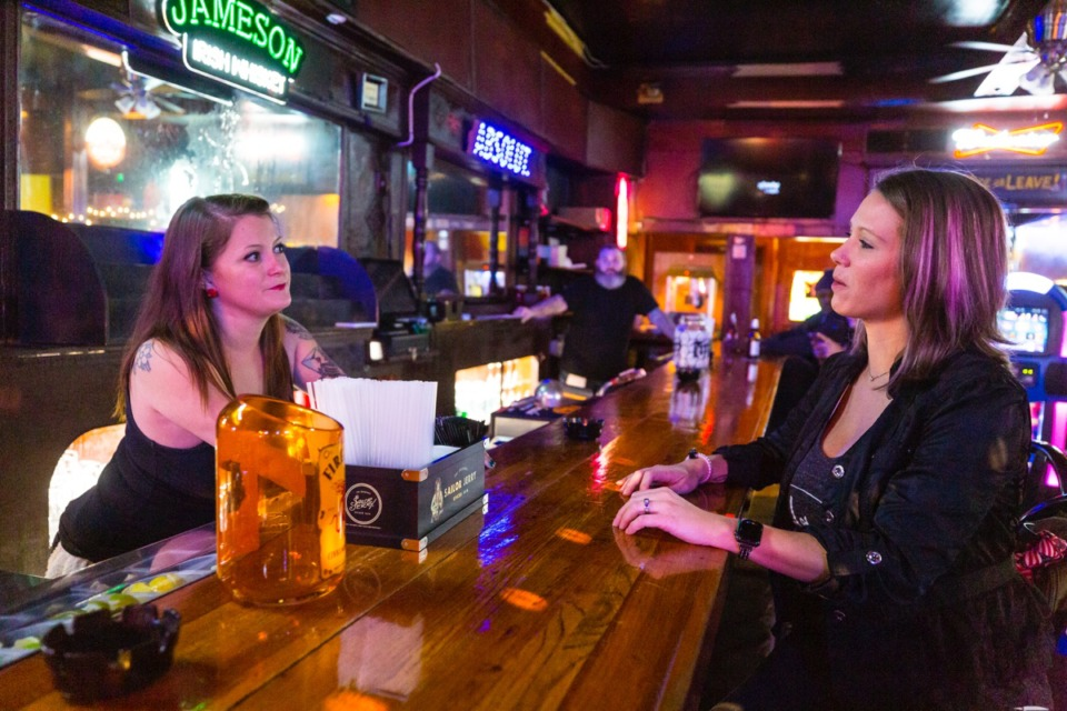 <strong>Bartender Erin Simpson (left) speaks with Holly Nelson at Zinnie's reopening in Midtown Oct. 30.</strong> (Ziggy Mack/Daily Memphian)